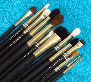 208 Synthetic Angled Brow Brush by MAC #15